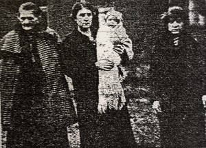 Group of Belgian women (left to right) Mrs Claudell, Mrs A. Claudell holding baby Marie Louise, Miss Emma Claudell (Source: The Chronicle, 23 October 1914, p.18)