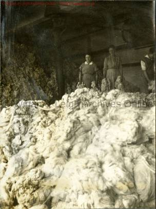 Three girls in the cotton mixing room, Howe Bridge Mills, c.1918 (Source: Wigan Archives & Leigh Local Studies - copyright)